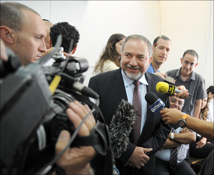Эвелина Гельман: Ольмерт и Либерман: два обвинения по одной статье
