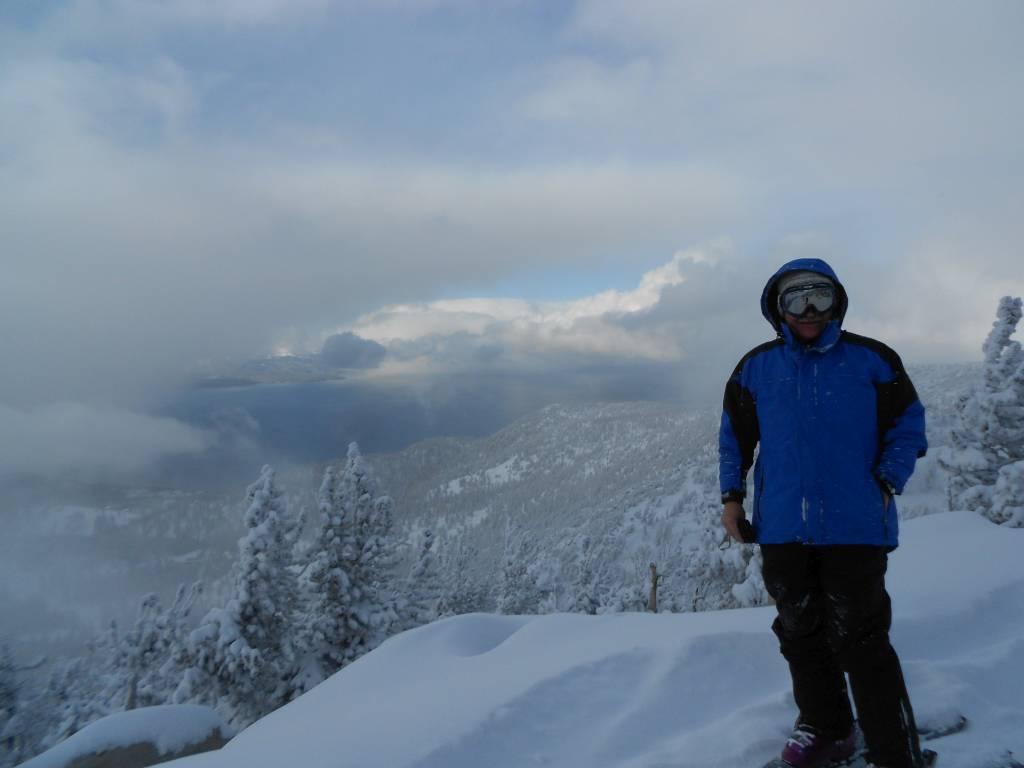 И.Юдович в предновогодние дни в районе озера Тахо. Высота 3060 метров, только что закончилась метель и открылся вид на озеро