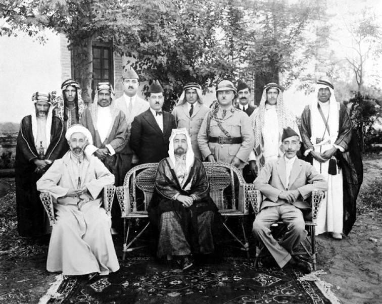 Сыновья Хусейна. Сидят слева направо: Фейсал, Абдулла, и Али