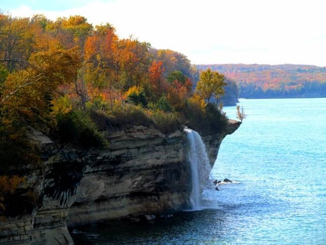 Водопад Spray Falls