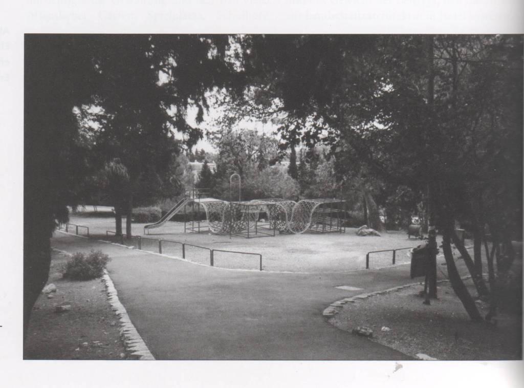 Фрагмент парка в Хайфе (Израиль) работы Исаака Еновича