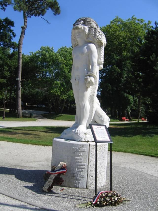 Скульптура Геракла в «Parc Mauresque». Скульптор Клод Буско