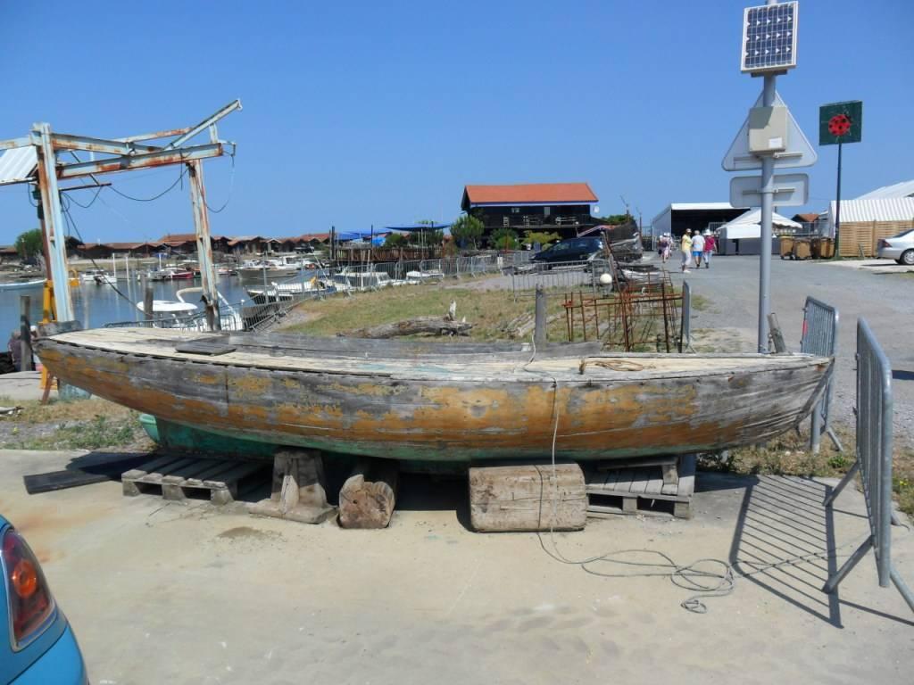 На таких лодках раньше ходили в море…