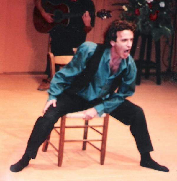 Менди Кахане в спектакле «Сокровища»