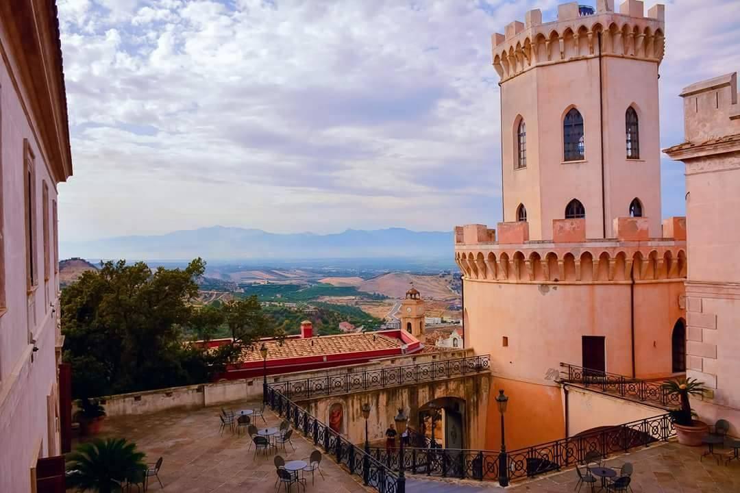 Замок Корильяно Castello di Corigliano