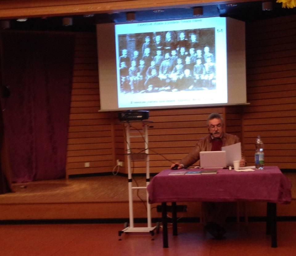 Лекция Берковича в зале общины