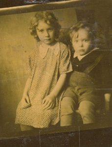 Ленинград. 1947 год. Оле 6 лет, Саше — 3 года