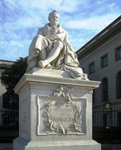Памятник Гумбольдту на главной улице Берлина