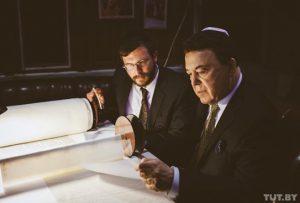 Кобзон обещал помогать евреям и, действительно, помогает