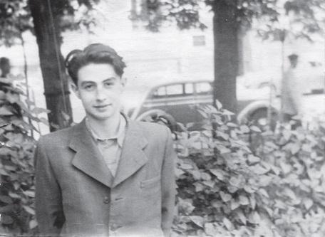 Толя Рохваргер летом 1953 года на Цветном Бульваре в Москве