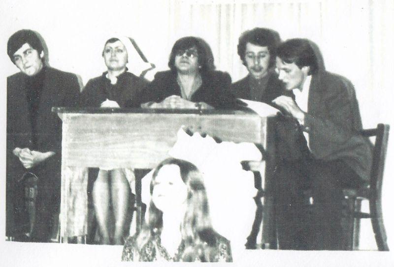 На чтении новой пьесы. Молодой Валерий Савинкин — второй справа. Одесса