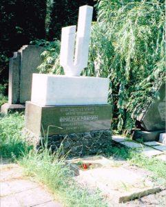 Памятник на могиле Б. Хайтовского