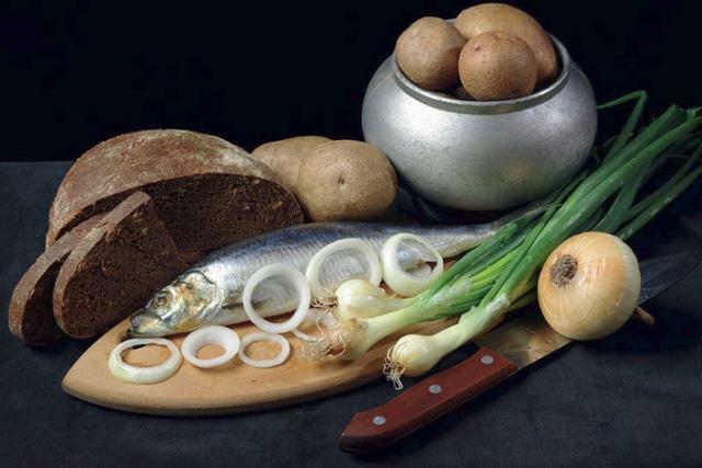 Селёдка, лук, хлеб, картошка