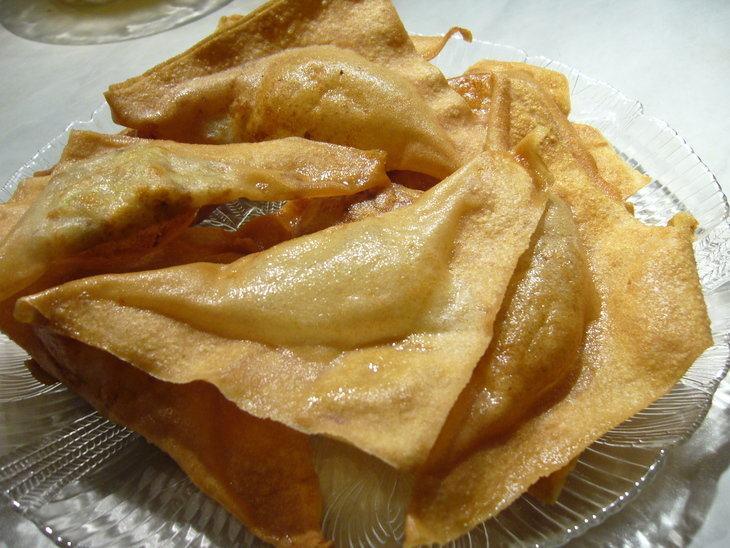 Китайские пельмени с рыбно-грибной начинкой, запеченные во фритюре