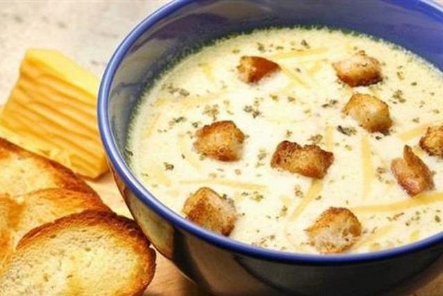 Сырный суп по-французски с курицей и грибами