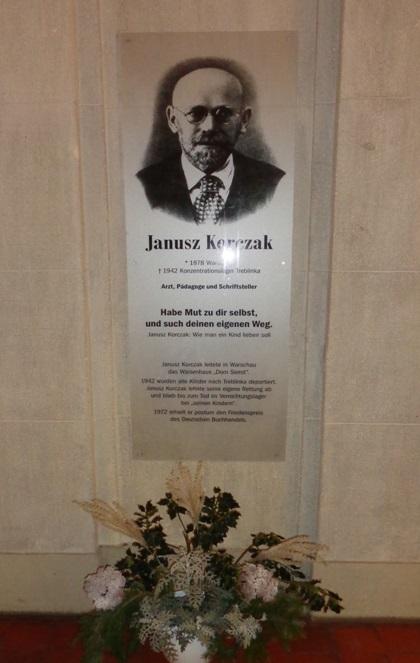 Янушу Корчаку