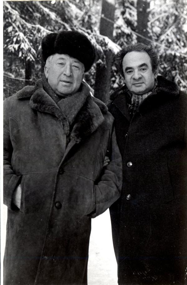 С Р. Гамзатовым, автором стихов к песням «Почему ты плачешь», «Лишь одна»