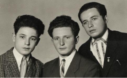 Братья Иоффе (слева направо: Наум, Сева, Эмануил).