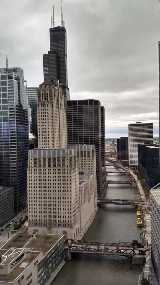 Южный приток и здания Lyric-opera и Willis-Tower