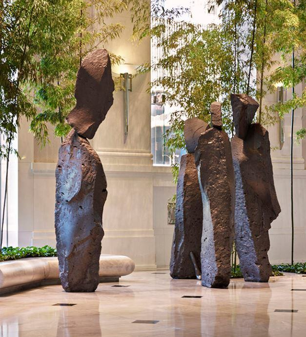 Хавьер Корберо. Скульптурная группа «3 адвоката и судья»