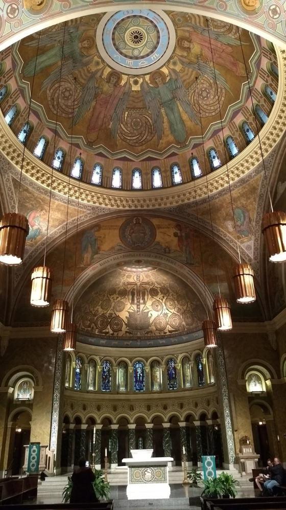 St.Clement Roman Catholic Church. В центральной части снимка находится «Дерево жизни»
