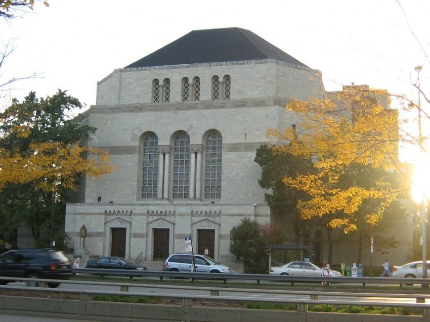 Temple Sholom. Восточный фасад