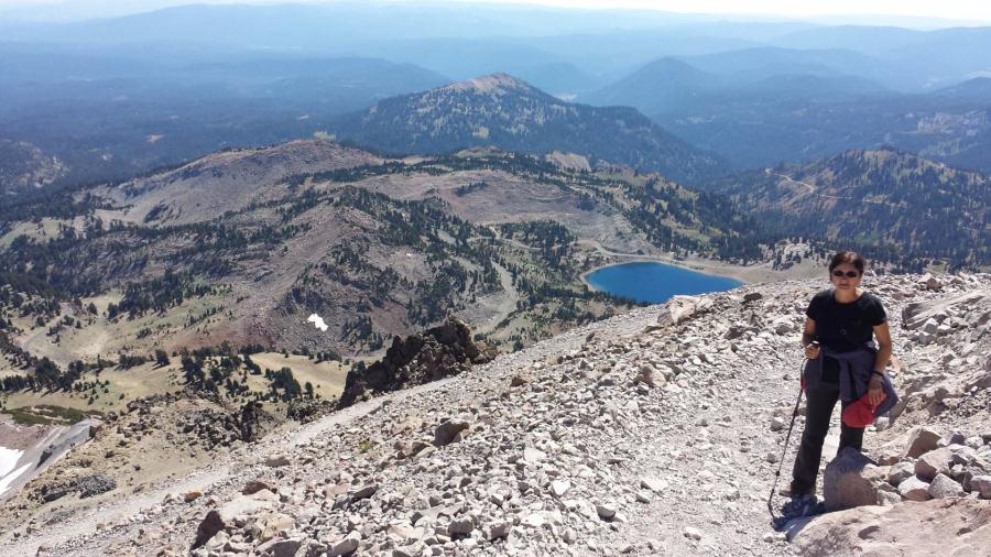 Подъем на вершину. Альпийские луга закончилась, идем по тундре.