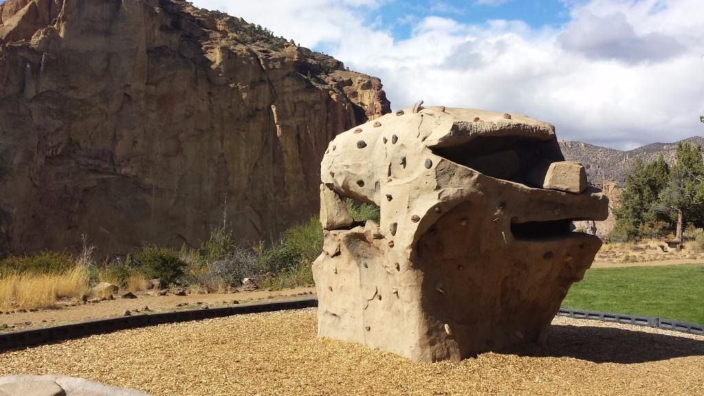 А это детская площадка для юных скалолазов