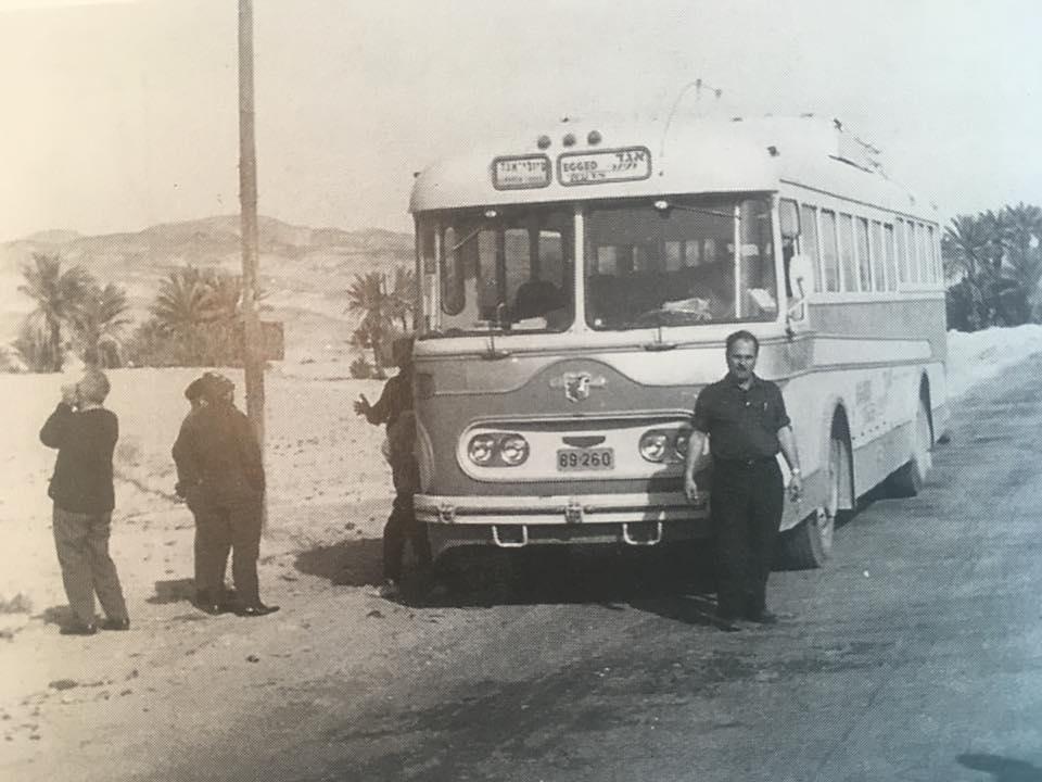 Водитель «Эгед» Зеев Ратнер по дороге в Санта-Катарину (Синай). Вскоре после окончания Войны Судного дня