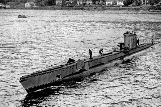 «HMS Venturer» у британского побережья