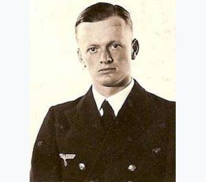 (добавлено) Капитан корабля — корветт-капитан Ральф-Реймар Вольфрам