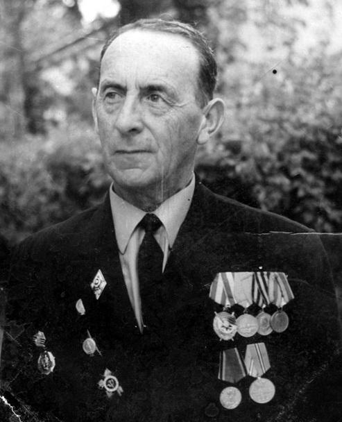 Генкин Александр Абрамович — подполковник медицинской службы Ленинградского фронта, отец Ольги Генкиной