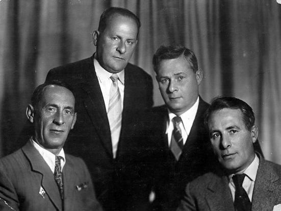 Папа со своими родными братьями в Москве, 1959 год