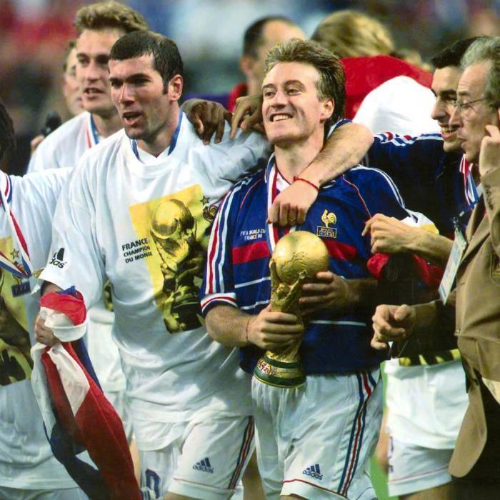 Фото 1998. С кубком — тренер нынешней сборной