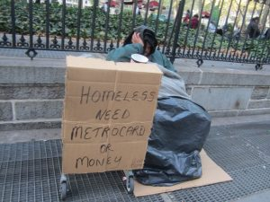 92. Бездомный. Нужны метрокарта или деньги.
