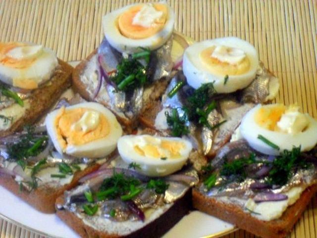 Ленинградский бутербродик с килькой