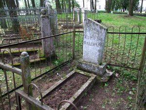 В память жертв Холокоста в Браславе по ул. Дзержинского.
