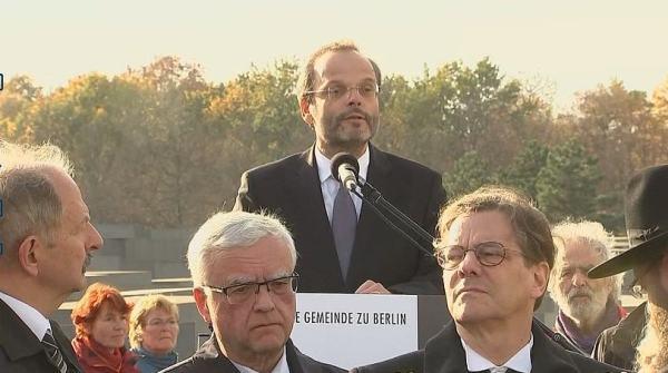 Феликс Кляйн призывает всех немцев в следующую субботу носить кипу. По словам уполномоченного Федерального правительства по вопросам антисемитизма, традиционный еврейский головной убор является важным признаком солидарности с евреями.
