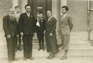 Слева направо: Оскар, Мартин, Густав, Георг, Эллен и Герхард Бир, причастие Георга Бира, 8.4.1934
