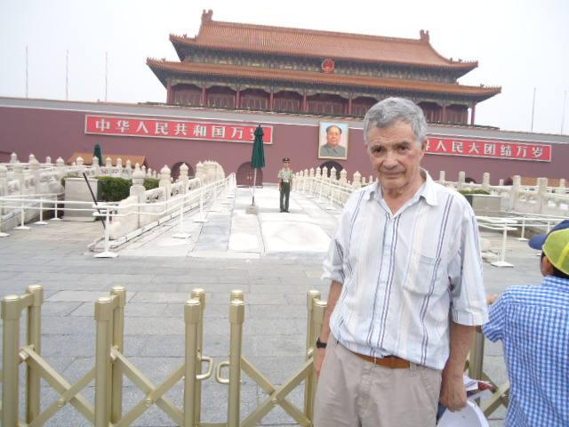 Фото 12. На Тяньаньмэнь, с Мао
