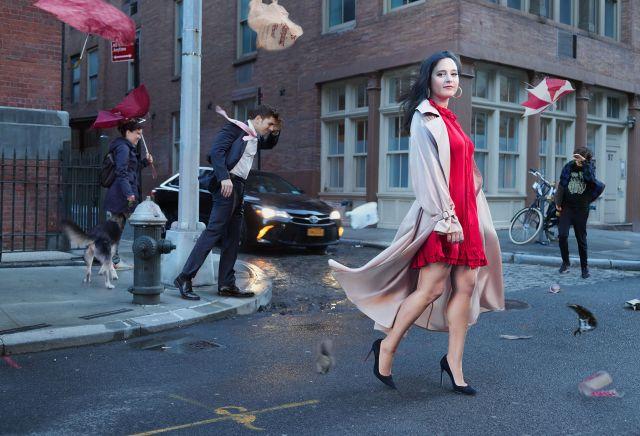 Бари Вайс, фото в Нью-Йорке. Пальто от Max Mara; платье от Valentino; туфли Manolo Blahnik