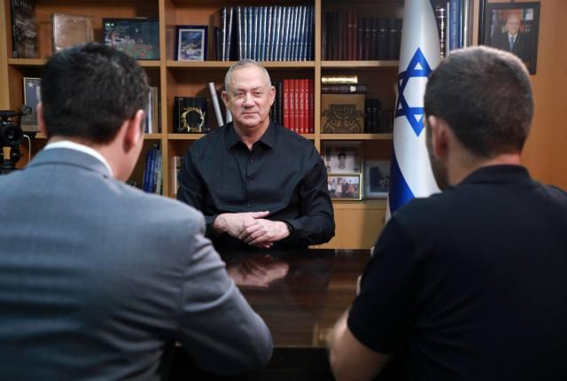 Ганц сказал Ynet: «Сануар глубоко сожалеет, теперь его не слышно». Перевод Сёмы Давидовича